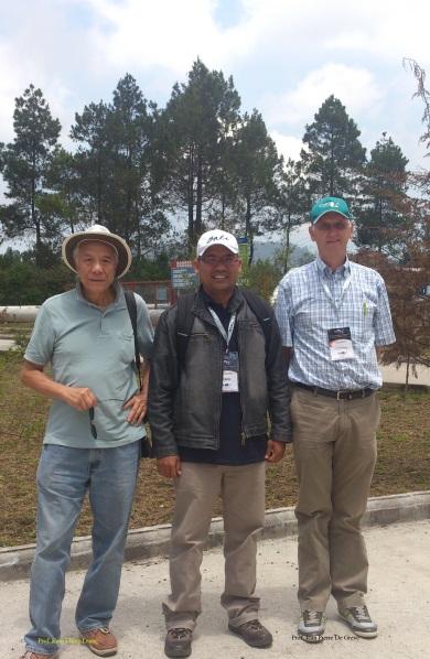 Dengan Prof. Kam Ching Leung (USA) dan Prof. J.P. De Greve (Belgia)